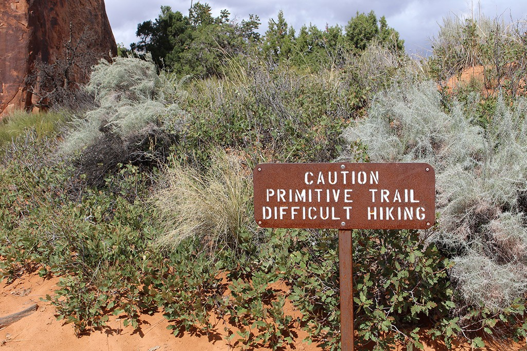 arches-primitive-trail-sign